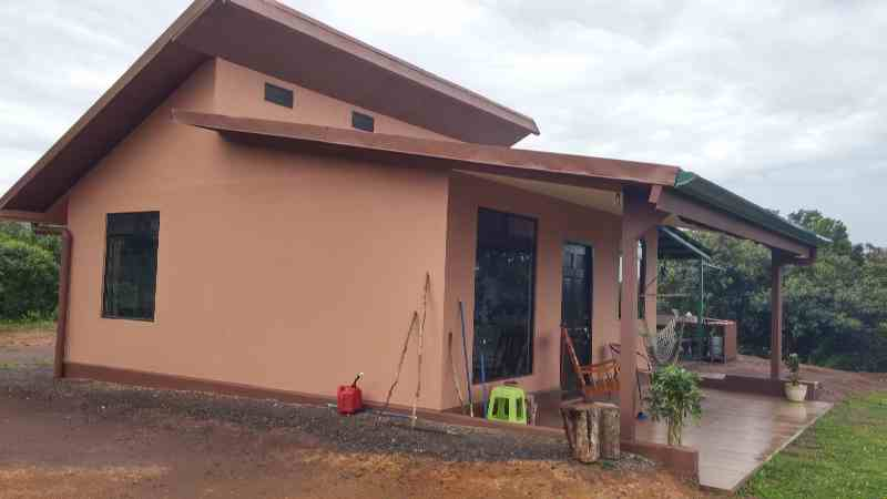 Costa Rica Central Valley house for sale, from side yard